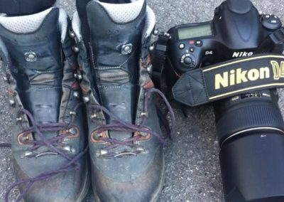 Wanderschuhe und Fotoapparat, mehr braucht es nicht